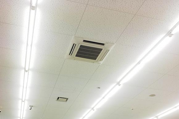 切れかけの蛍光灯は電気代が増えて逆効果?節約する方法は?