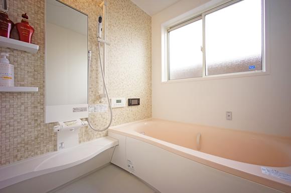 浴室暖房の電気代は高い!気になる消費電力と節電しつつ風呂場を温めるコツ