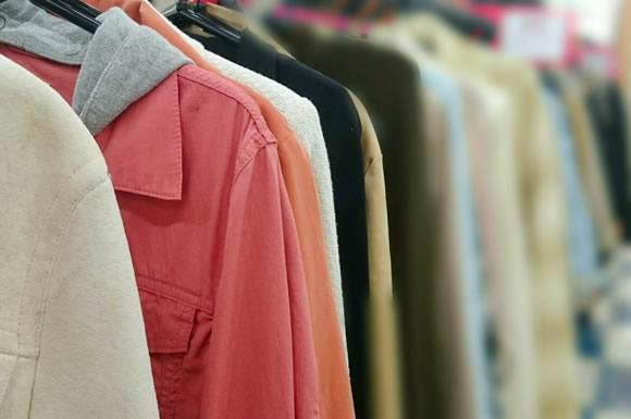 服装を工夫して暖房を節電!冬の寒さを乗り切るための重ね着ファッションのコツ