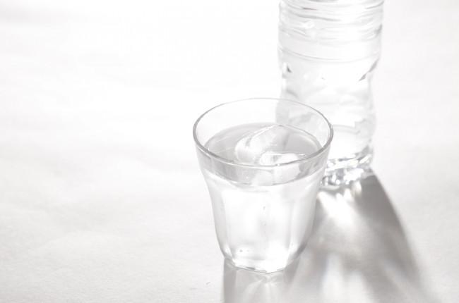 コップに注いだ水