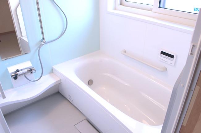 シャワーとお風呂、ガス代や水道代はどのくらい?効率よく節約する方法は?