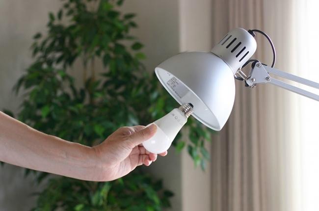 蛍光灯とLEDを比較!電気代(消費電力)や寿命、明るさの違いは?
